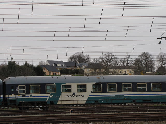 Train d'Italie - Gare de LOURDES.
