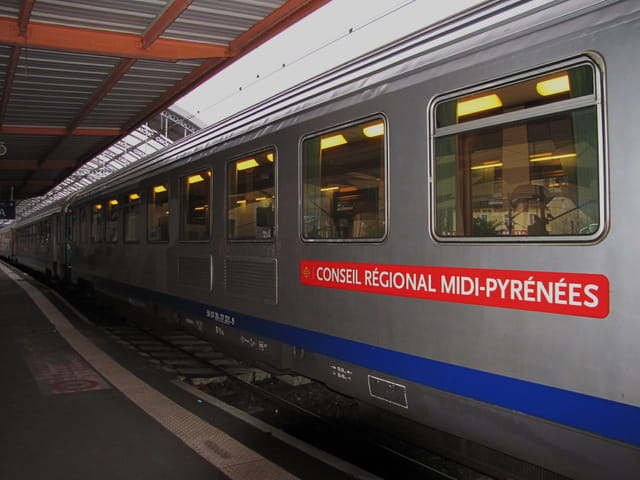 Trains - Gare de LOURDES.