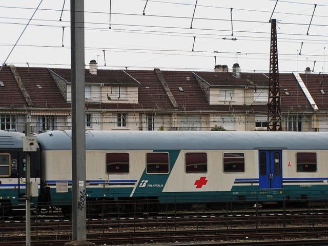 Trains - Wagon italien médicalisé.