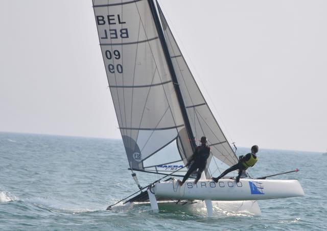 Trapèze sur un Catamaran au large des Sables d'Olonne