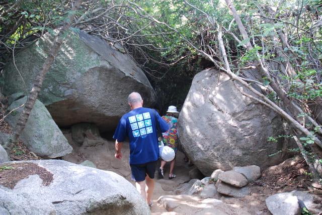 un chemin de rochers