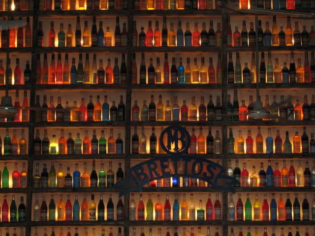 Un mur de bouteilles