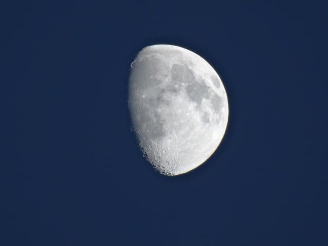 Un petit coucou lunaire