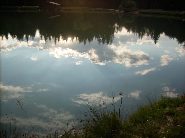 Un petit lac dans les Dolomites