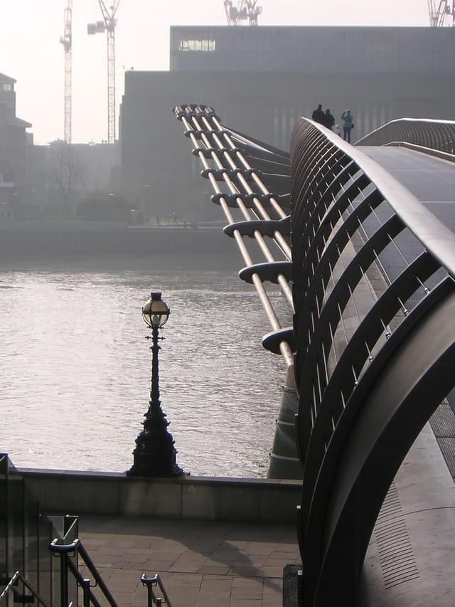Un pont plus loin