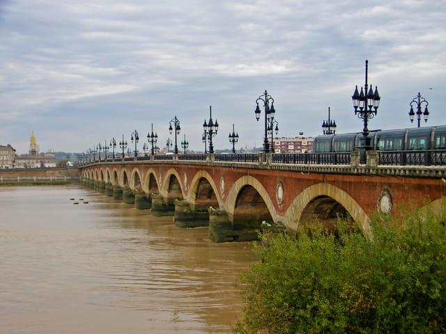 Un pont sur la Garonne