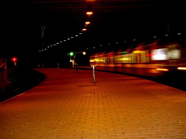 Un train dans la gare