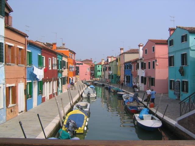 Un village de couleurs