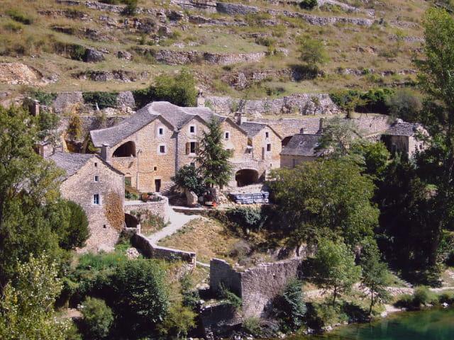 Un village des gorges du Tarn