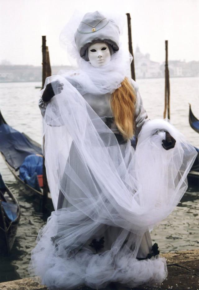 Un voile blanc sur la lagune.