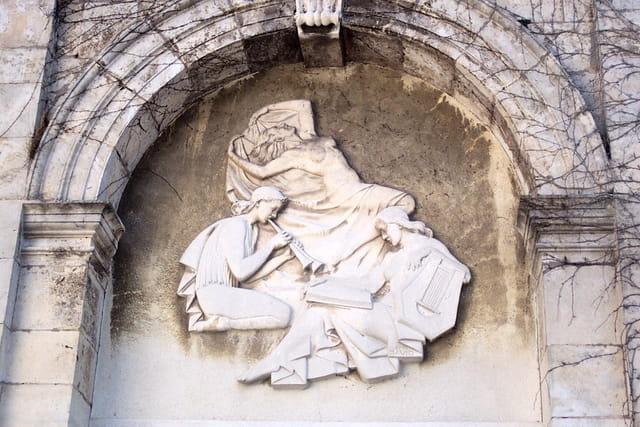Une belle facade avec bas-relief