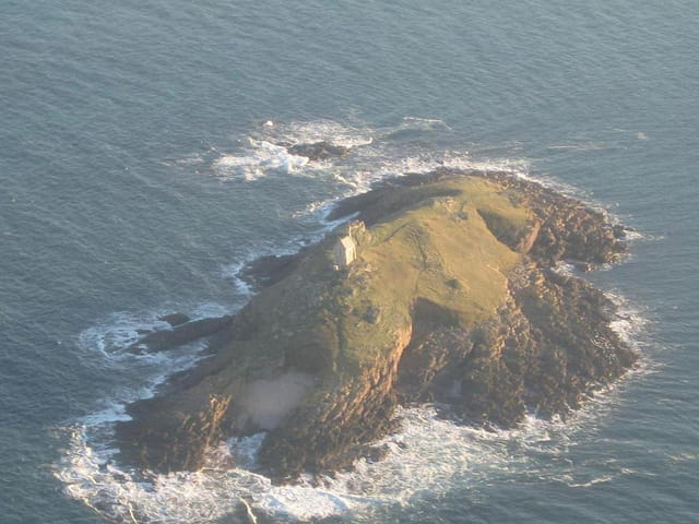 Une chapelle au milieu de la mer
