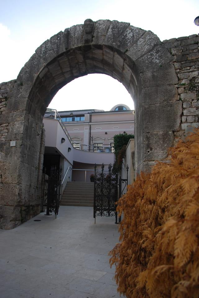 une des six portes d'entrée de la vieille ville de Pula