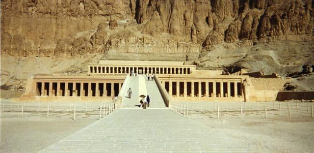Une femme, un temple