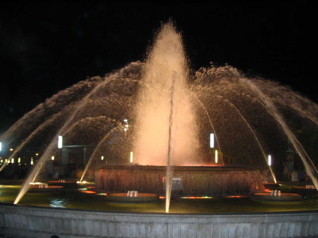 Une fontaine  lumineuse