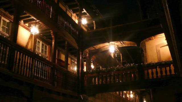Une nuit à l'hôtel de la Cour du Corbeau