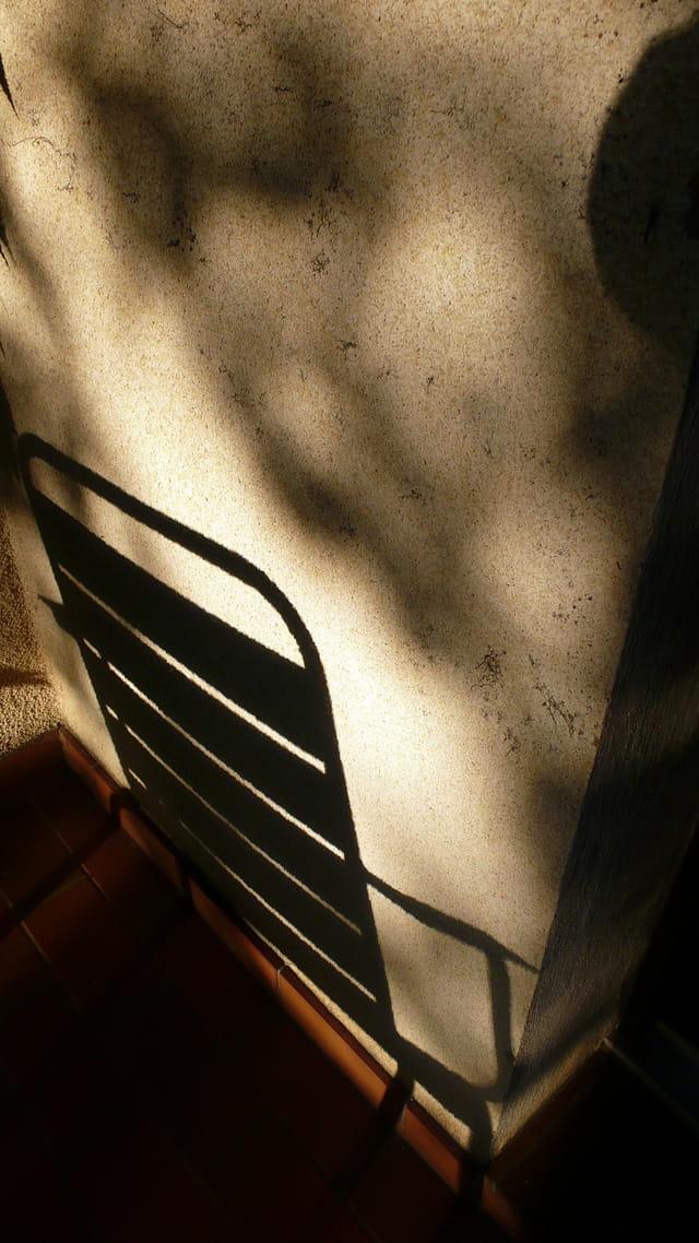 Une place à l'ombre