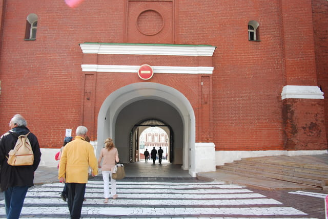 une porte d'entrée du Kremlin de Moscou