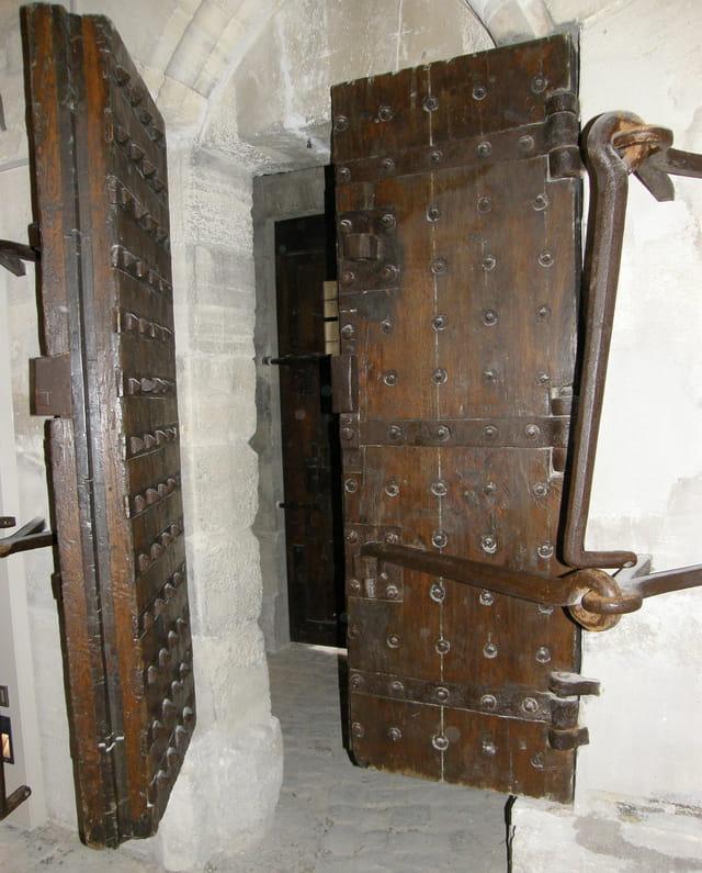 Une porte de la prison du Temple
