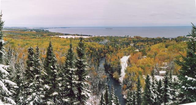 Val-Jalbert avec vue sur le lac St Jean