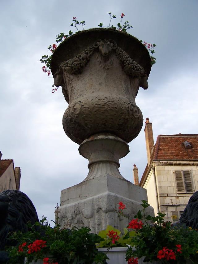 Vasque de la fontaine aux lions