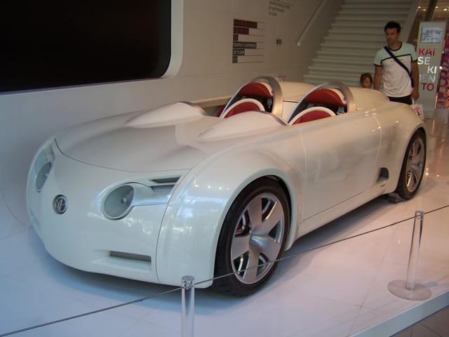 Véhicule concept-car.