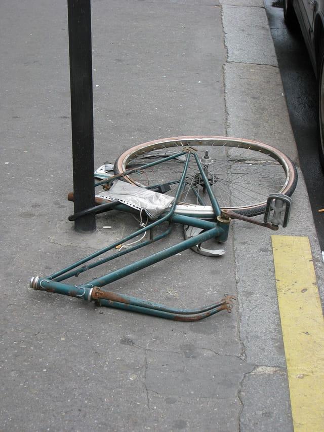 Vélo attends son proprietaire