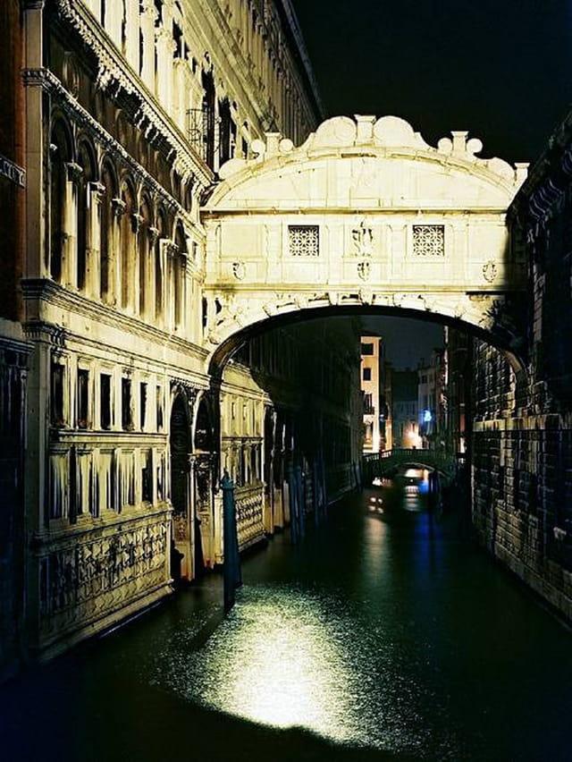Venise. le pont des soupirs