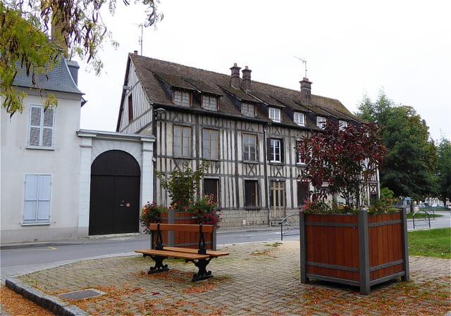 Vieille maison de ville à colombages