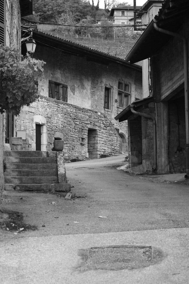 vieille rue nommée montée du maquis