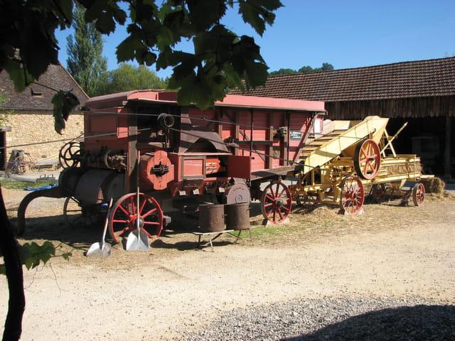 Vierzon-Machine agricole ancienne