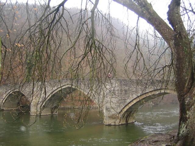 Vieux pont de bouillon