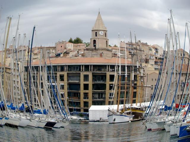 Vieux port déformé
