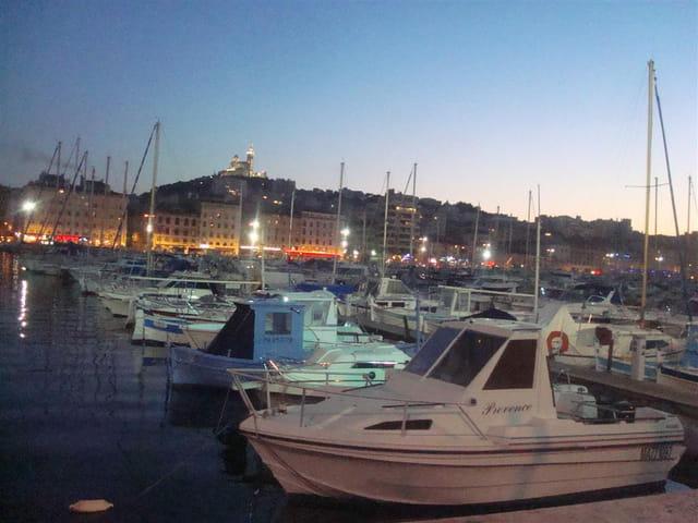 Vieux Port sous des couleurs ruisselantes