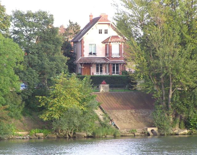Villa Rive droite, au Pecq