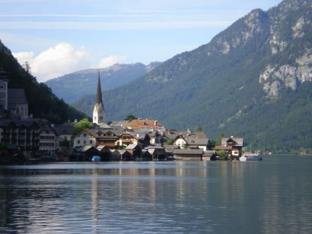Village au bord de l'eau