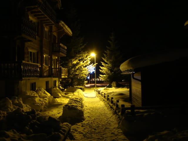 VILLAGE de NUIT ( Canton du Valais )Saas Almagell