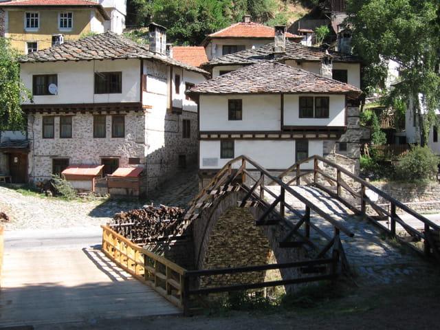 Village Shiroka Laka