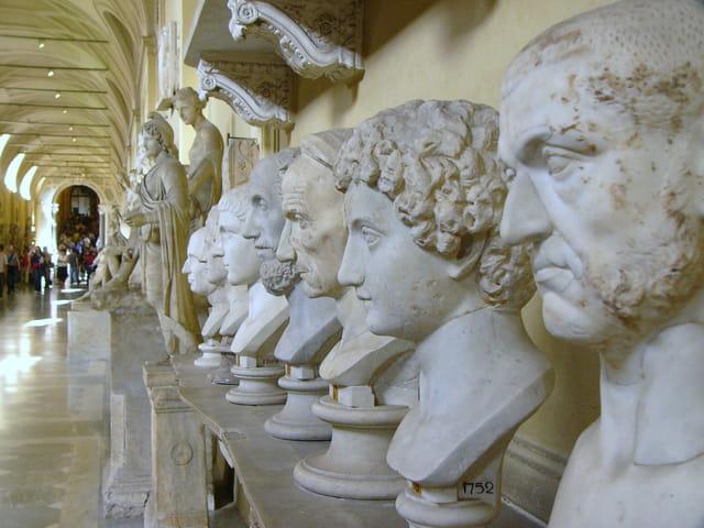 Visages de marbre
