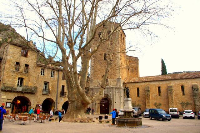Visite de St Guillem Le Désert, l'un des plus beaux villages de France