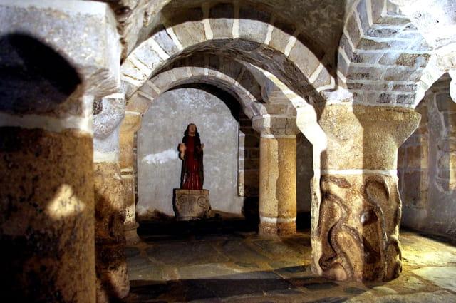 Visite de la crypte de Saint Mélar à Lanmeur (Finistère)