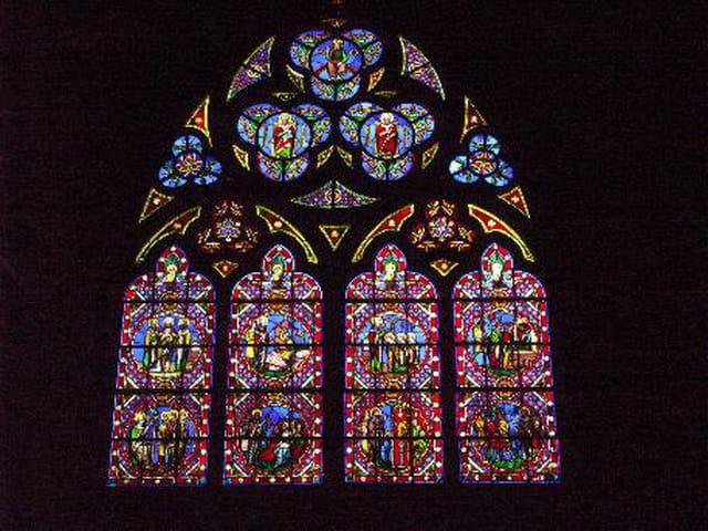 Vitrail de la cathédrale de bayeux