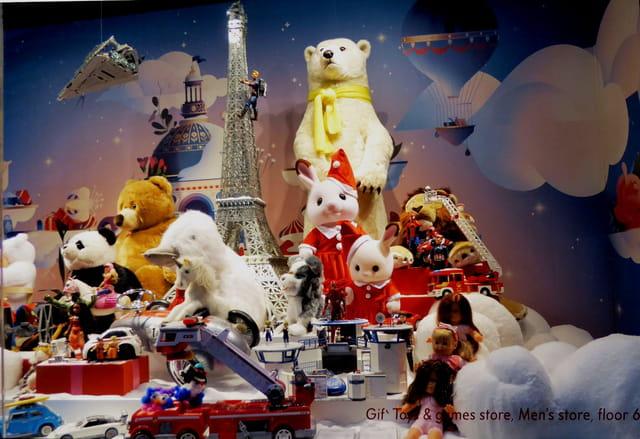 Vitrines de Noël à Paris - Le Printemps