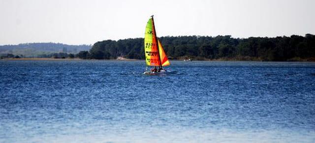 voilier sur le lac