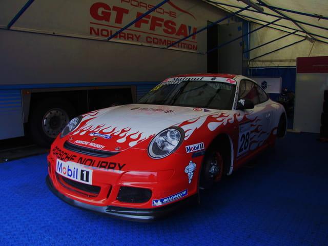 Voiture de course Porsche - Nogaro.
