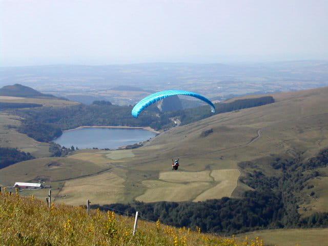 Vol au dessus du lac de guéry