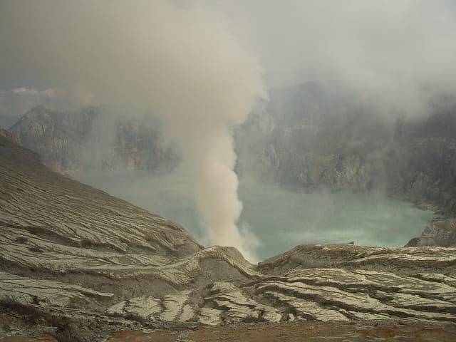 Volcan émanation soufre