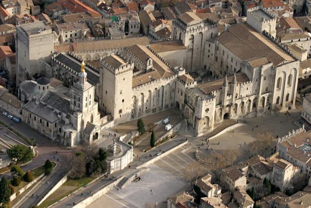 Vue aérienne Palais des papes Avignon