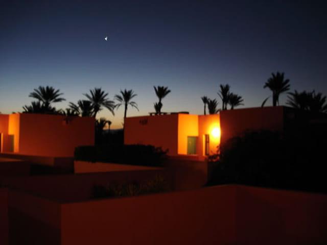 Vue de l'hotel a l'aube