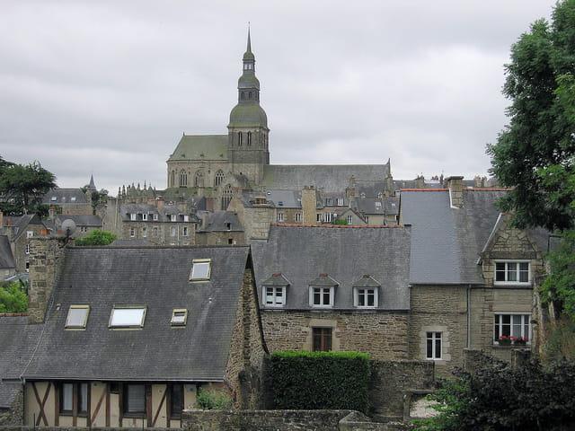 Vue des toits depuis les remparts (2)